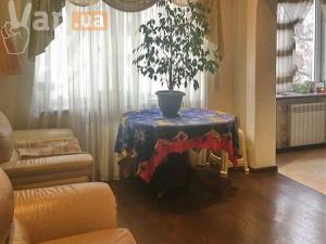 продажатрехкомнатной квартиры на улице Среднефонтанская